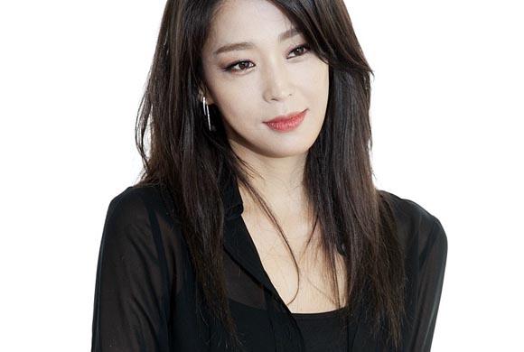 Top 7 Korean Celebrity...