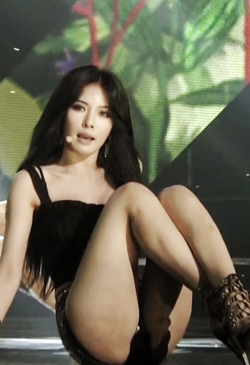 kpop sexist outfit HYUNA