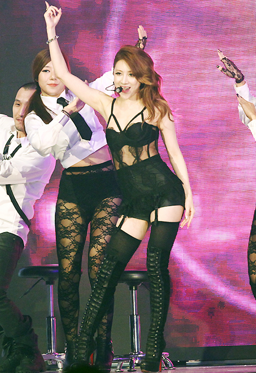 kpop sexist outfit seo inyoung
