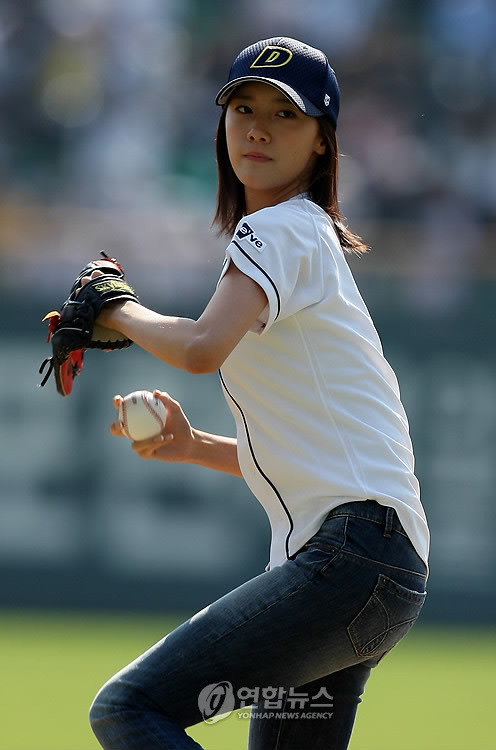 SNSD Yoona's First Pitch 7 Years Ago And Now