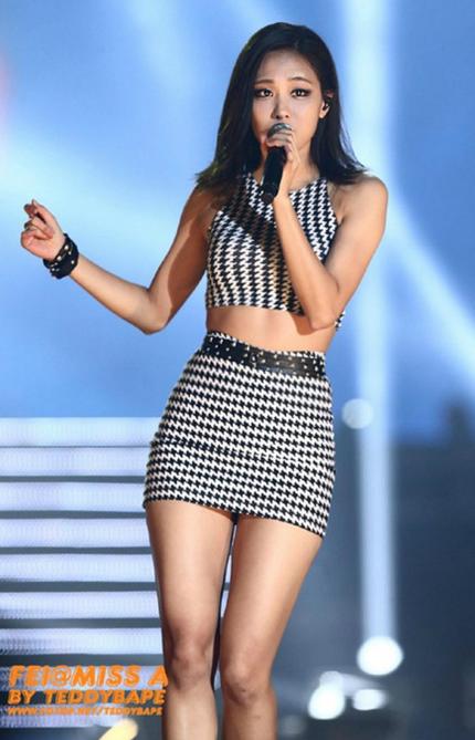 9 Female Idol Stars With Wasp Waists