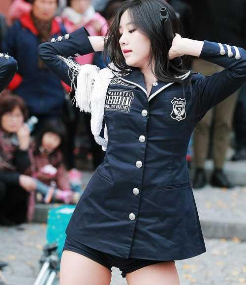 4 Idols In Uniform Showing Off Their Sexy Charm