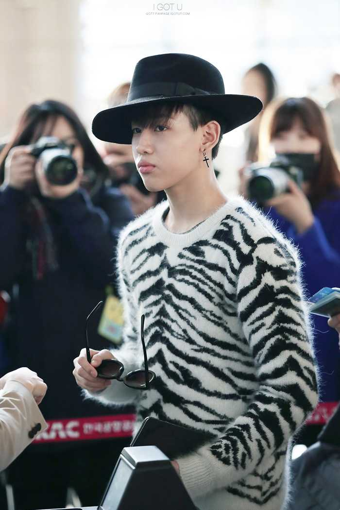 got7-bam-bam-airport-fashion