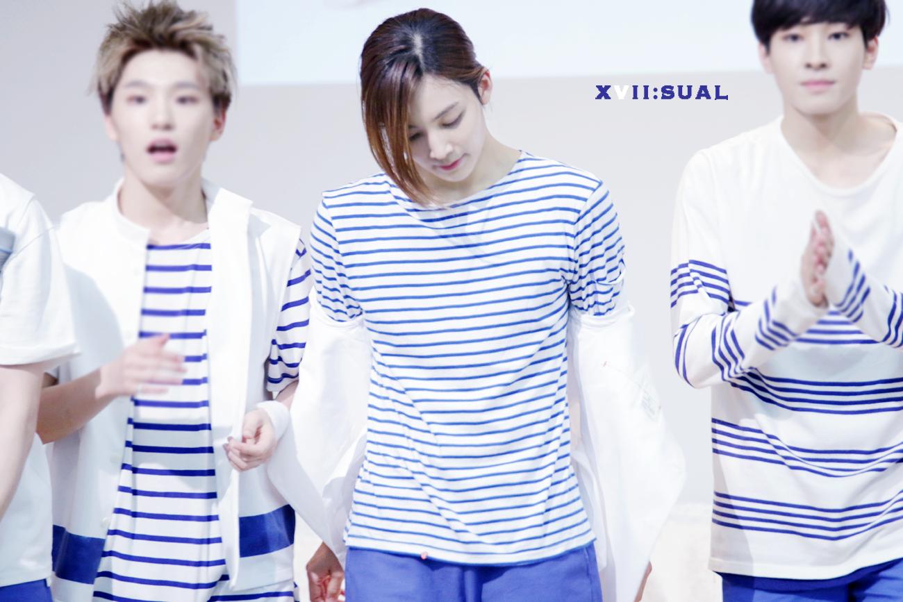 junghan seventeen idol boys shoulders