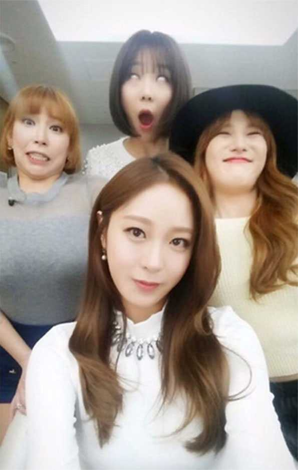 9 Of The Very Funniest Girl Group Selfies sunnyhill