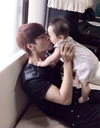25 Male Idols with Babies Who Are Ready to Become a Daddy