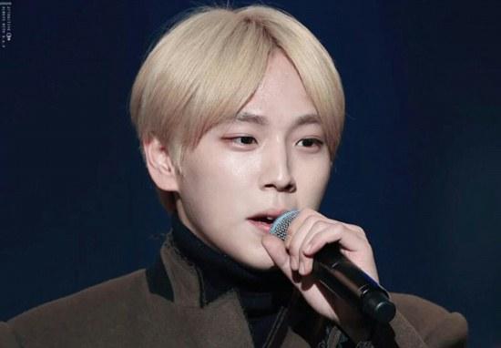 kpop idols, kpop, kpop male idols, kpop blonde idols, blonde idols, shinee, shinee key, jackson blonde, got7, himchan blonde, suho, exo, exo blonde, exo sehun, gdragon, jonghyun, winner, taehyun, taehyun hair, seventeen hoshi, bts suga