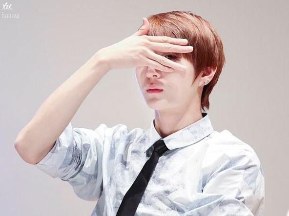 kpop, kpop idols, kpop fan service, kpop idol fans, kpop idol fan service, bts v fan service, seventeen vernon fan service, woohyun fan service, xiumin fan service, vixx leo fan service, block b po fan service, taehyun fan service,