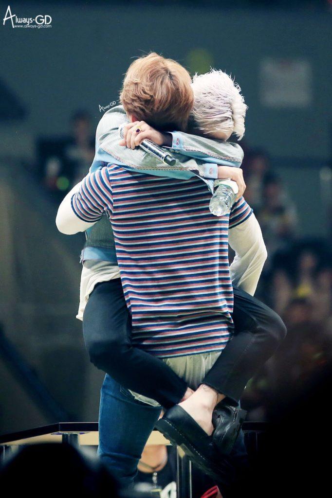 kpop skinship, skinship kpop idol, kpop idol skinship, kpop idol kiss, kpop idol hug, kpop idol expressing affection, kpop idol affection, big bang skinship, gdragon skinship
