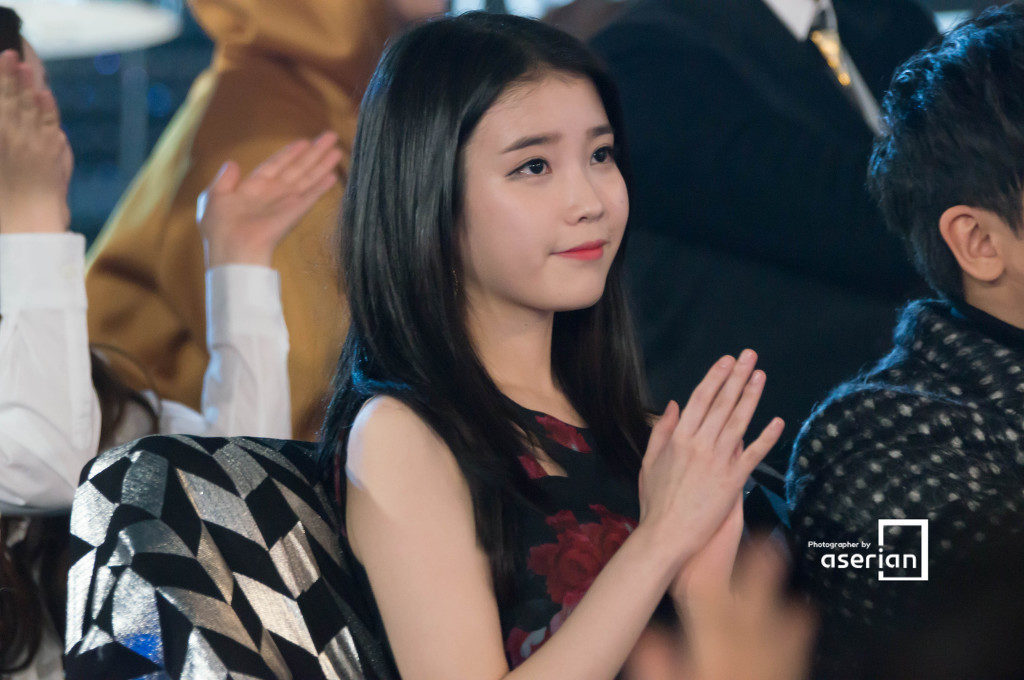 13 K-Pop Idol Girls Who Slay the Midnight Dark Hair ... F(x) Krystal And Yoona