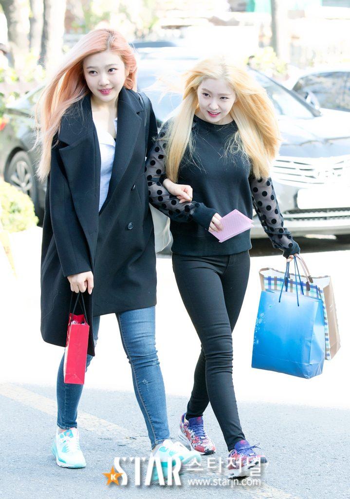 kpop skinship, skinship kpop idol, kpop idol skinship, kpop idol kiss, kpop idol hug, kpop idol expressing affection, kpop idol affection, red velvet skinship, red velvet joy skinship