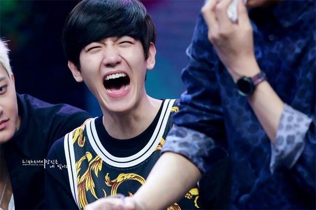 kpop idols laughing, kpop idols laugh, kpop laughing, happy laughing, laughing, baekhyun laugh