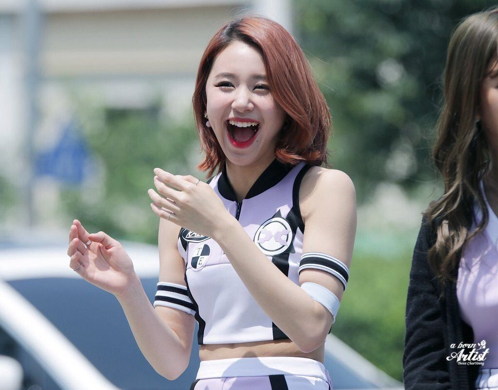 kpop idols laughing, kpop idols laugh, kpop laughing, happy laughing, laughing, chaeyoung laugh