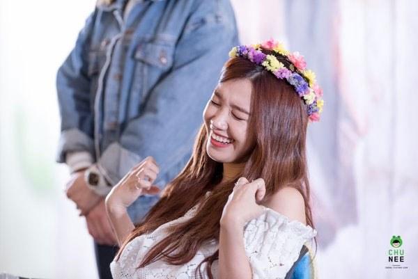 kpop idols laughing, kpop idols laugh, kpop laughing, happy laughing, laughing, eunji laugh