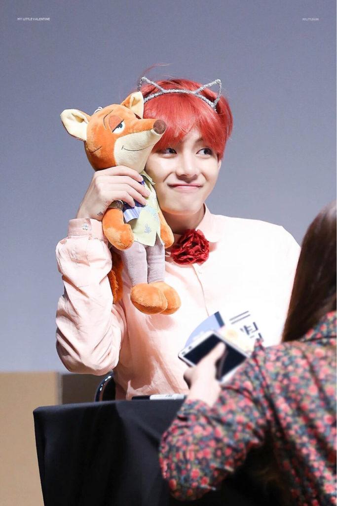 kpop, kpop idols, kpop dolls, kpop idols characters, kpop idol character, kpop idol character dolls, bts v