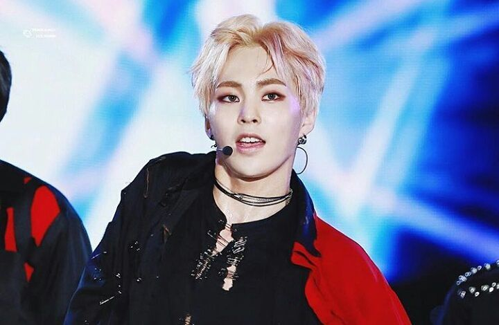 kpop idols, kpop idol fashion, kpop idol choker, kpop boy idol fashion, xiumin 2016