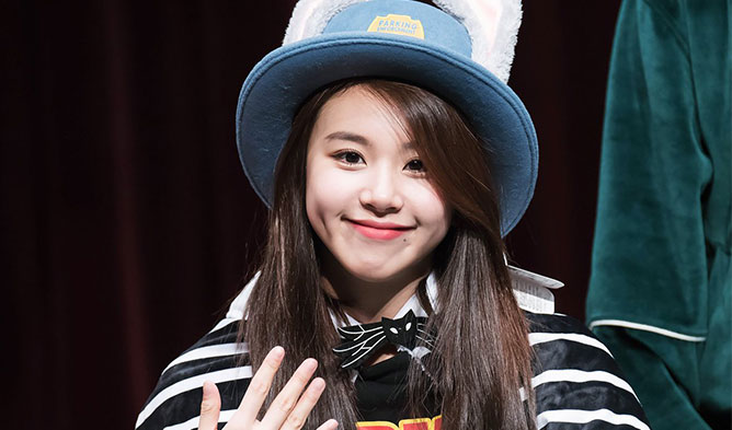 kpop-idol-girls-cutest-dimples-twice-chaeyoung-main.jpg