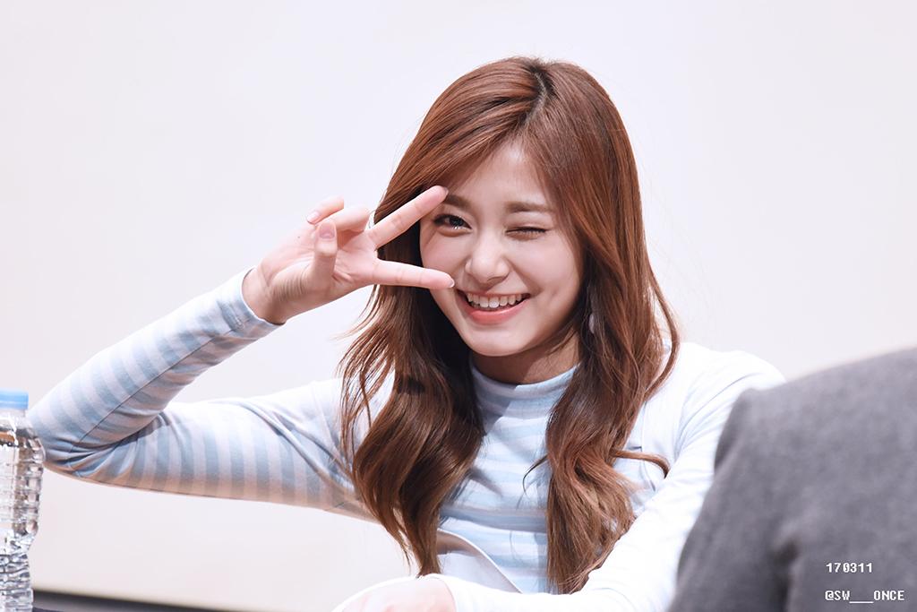 kpop idol girls cutest dimples twice tzuyu1