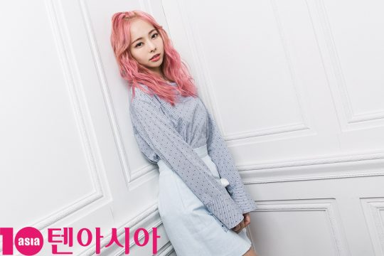 Photo )) LOONA (LOOΠΔ) 1/3 Interview with 10Asia