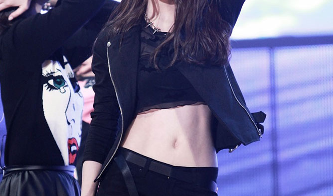 kpop idols sexy belly buttons, sexy kpop idols, sexy belly buttons
