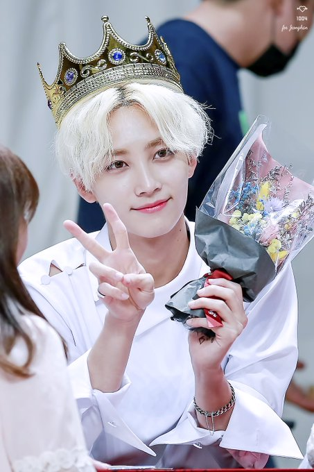 "Four Idols Born on the ""ANGEL DAY"" of Korea, 1004"