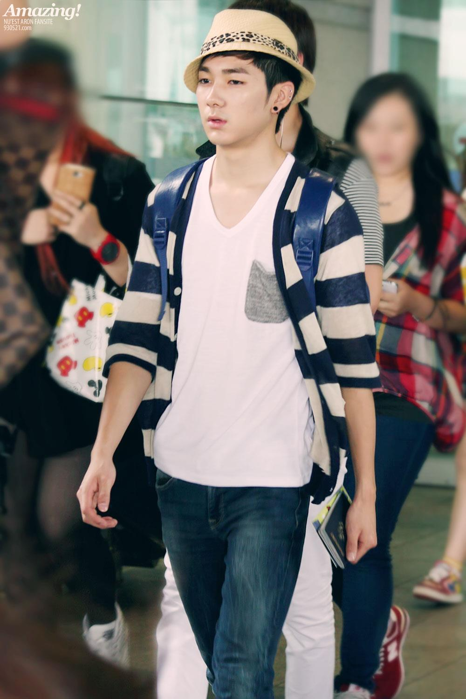 aron, nuest, airport fashion, kpop