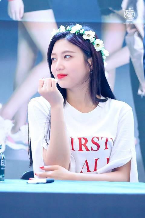 What Hair Color Does Joy of Red Velvet Look Best On?