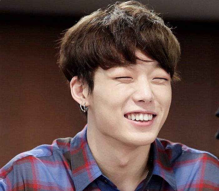 Male K-Pop Idols That Can Smile Beautifully Even With Their Eyes