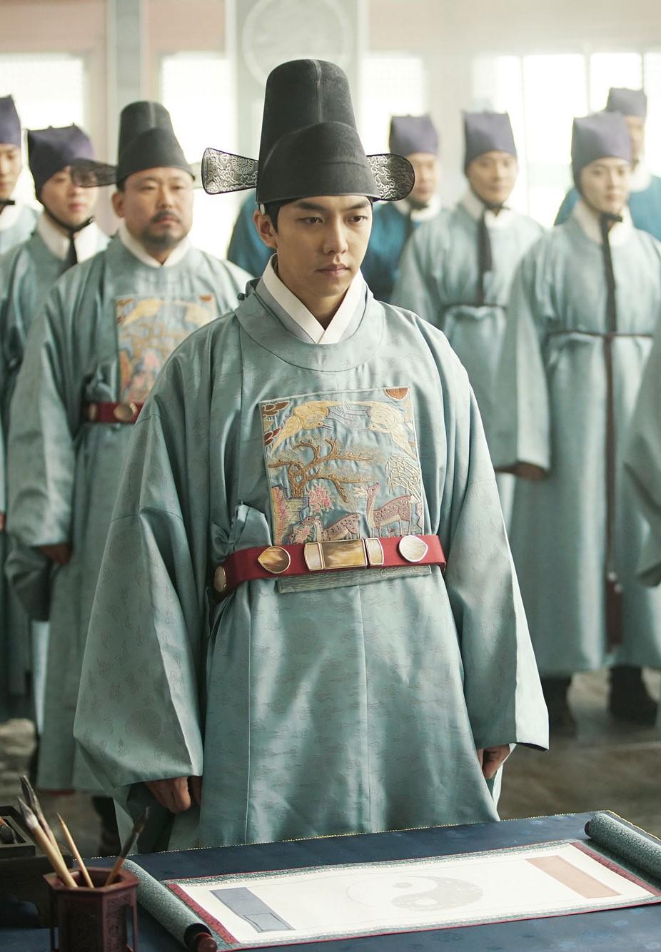 Top 5 Handsome Actors in Historical Costume