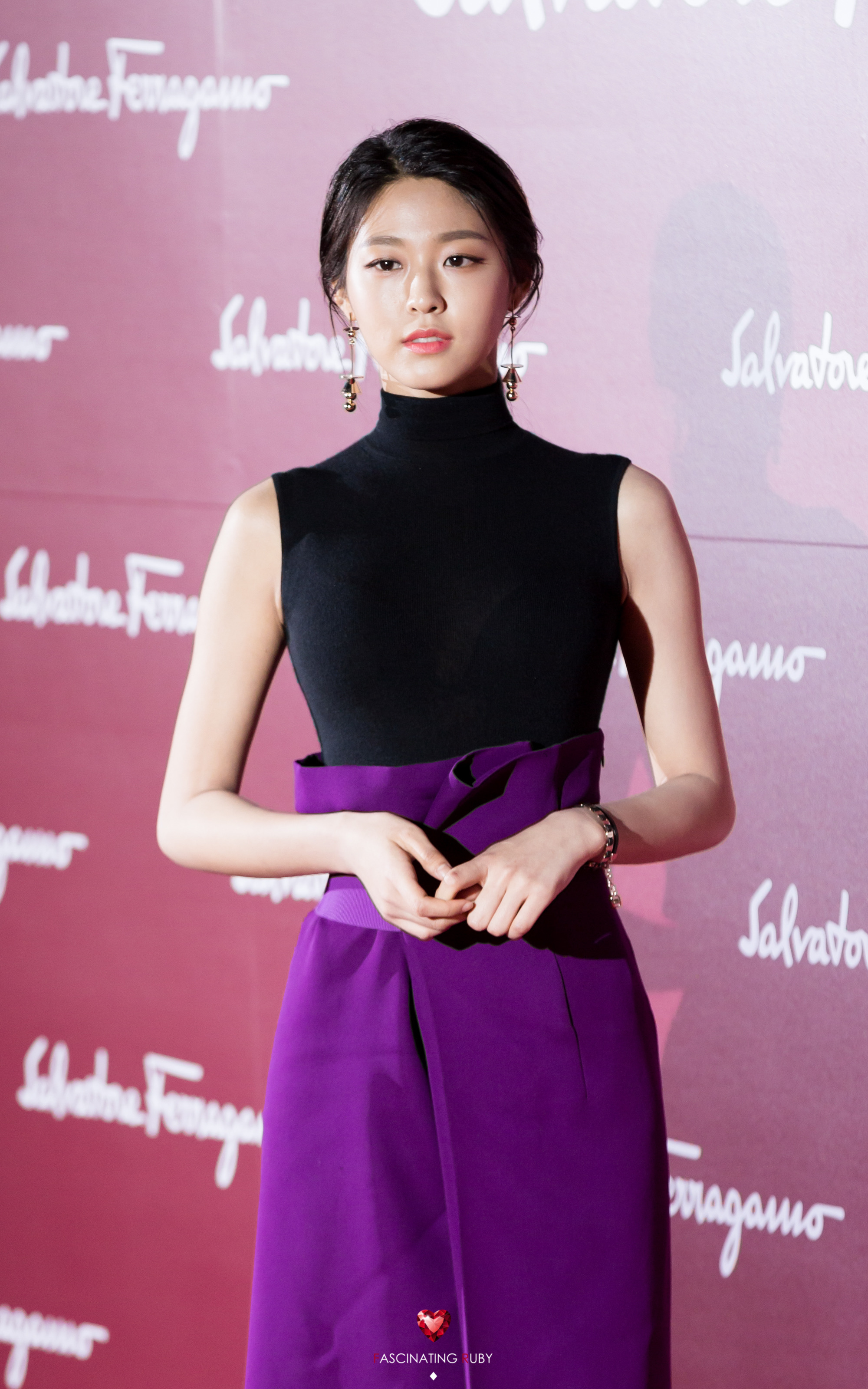 kpop idol waist, girl group members waist, female idol waist, oh my girl yooa waist, twice tzuyu waist, lovelyz ryu soojeong waist, seolhyun waist