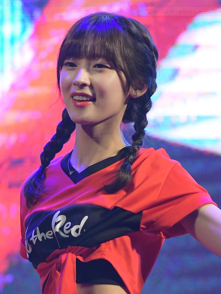 oh my girl profile, oh my girl arin, arin pictures, arin body line