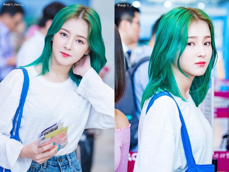 MOMOLAND's Nancy Goes For A Green Hairstyle