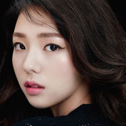 "Chae SooBin Profile: Actress In ""Love In The Moonlight"" And ""I'm Not A Robot"""
