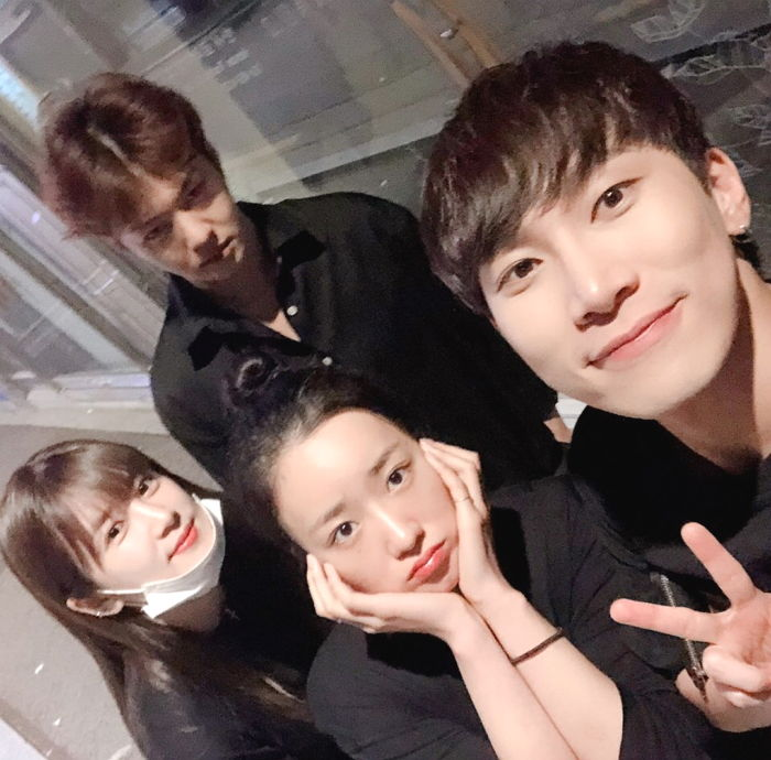 APink ChoRong Shows Love For BTOB EunKwang Before He Leaves For Military