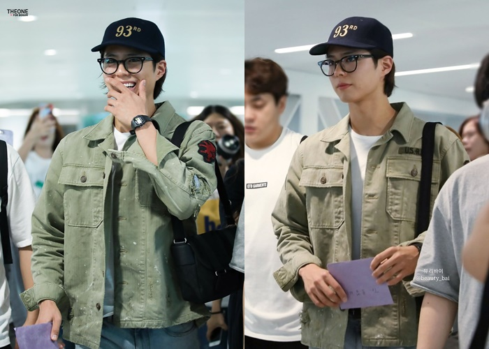 Natural And Casual Park BoGum Holds Tight On A Fan's Letter At The Airport