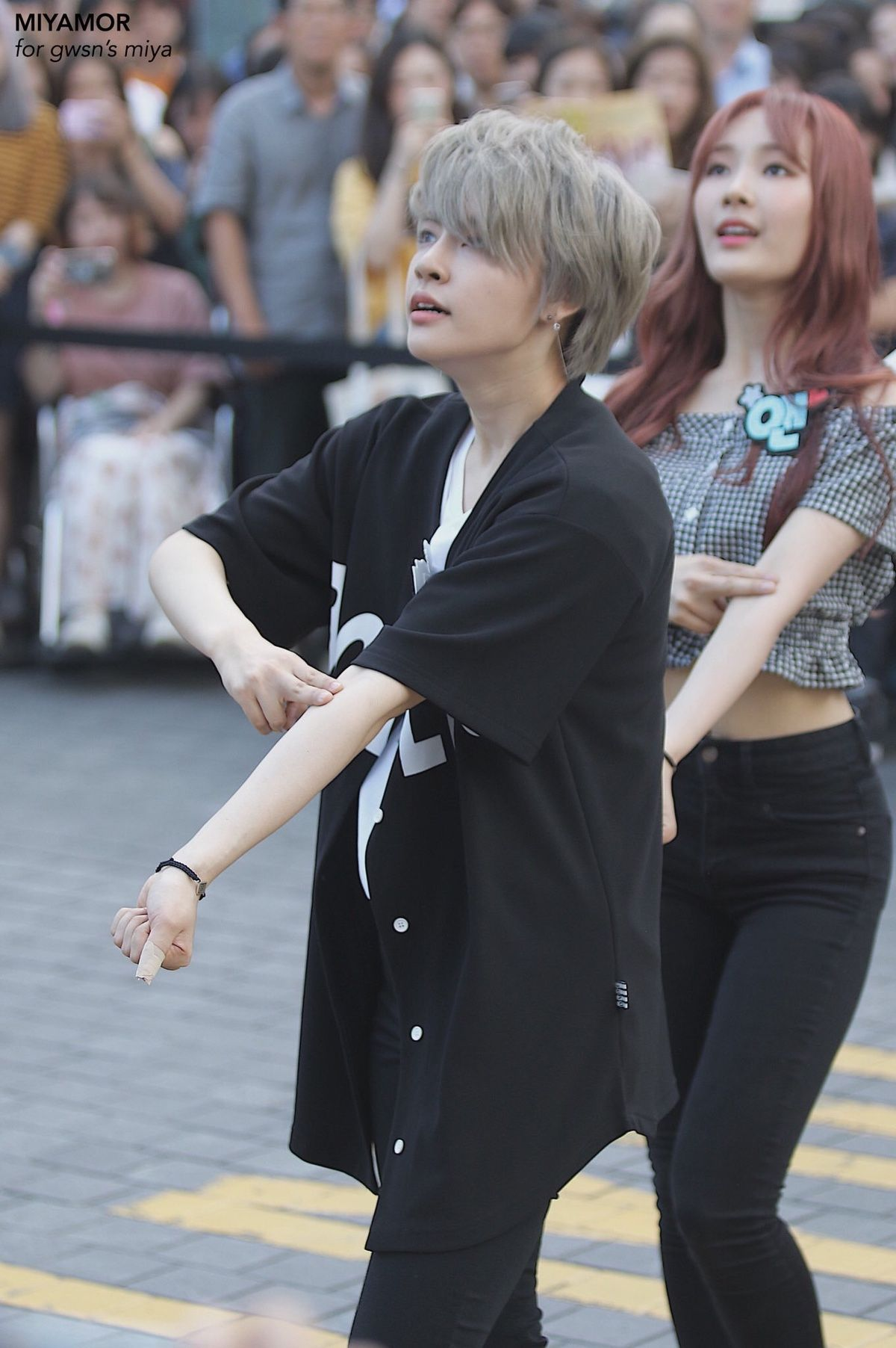 Netizens Think GWSN Miya Looks Like A Cosplay Fan And Not An Idol