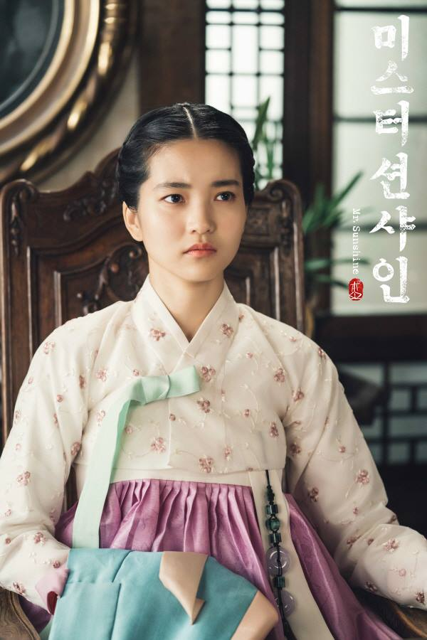"""Kim TaeRi Re-Introduces The Beauty Of Hanbok To Viewers Of """"Mr. Sunshine"""""""