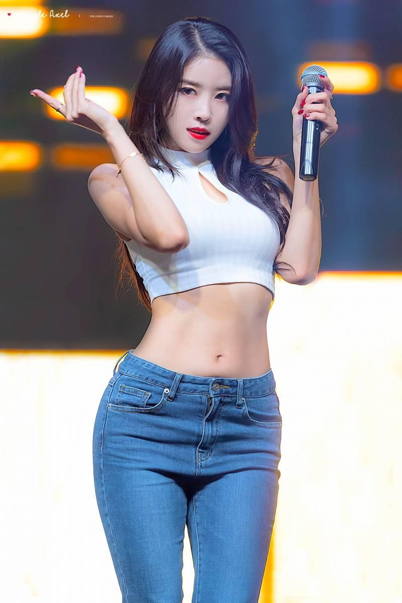 Lovelyz's MiJoo Wows With Amazing Body Line