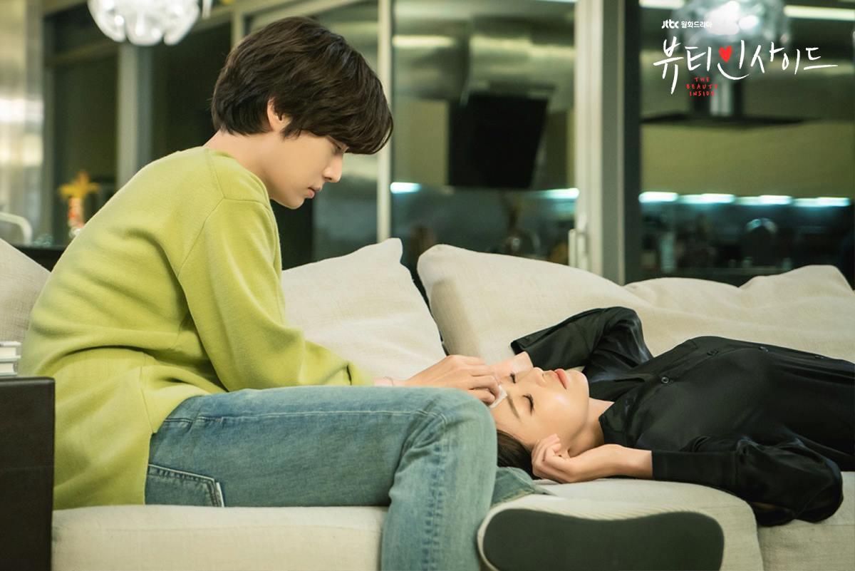 "Ahn JaeHyun In ""The Beauty Inside"" Fulfills Girls' Dream With This Scene"