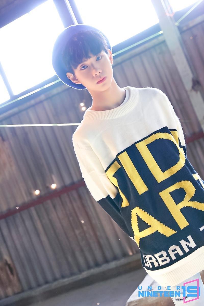 Fans Think That UP10TION's WooShin & Under Nineteen's Bang JunHyuk Looks Alike?