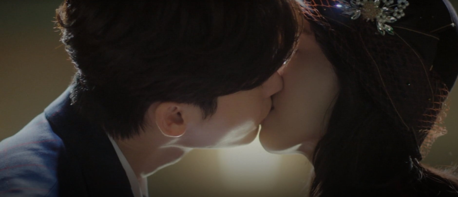 """First And Forever Last Kiss Of Lee JongSuk And Shin HyeSun In Last Episode Of """"Hymn Of Death"""""""