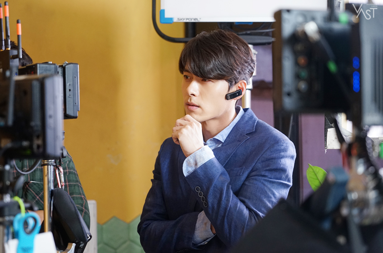 "HyunBin's Charming Mature Visual Impresses With Pictures On The Set Of ""Memories Of The Alhambra"""