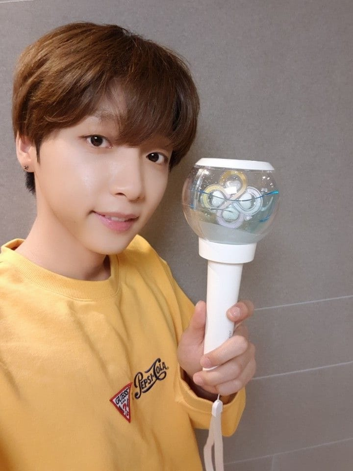 Jeong SeWoon Excitedly Shows Off His Own Official Lightstick