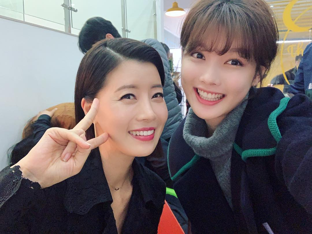 "Kim YooJung Shares Sweet Pictures With Fellow Actors On The Set Of ""Clean With Passion For Now"""