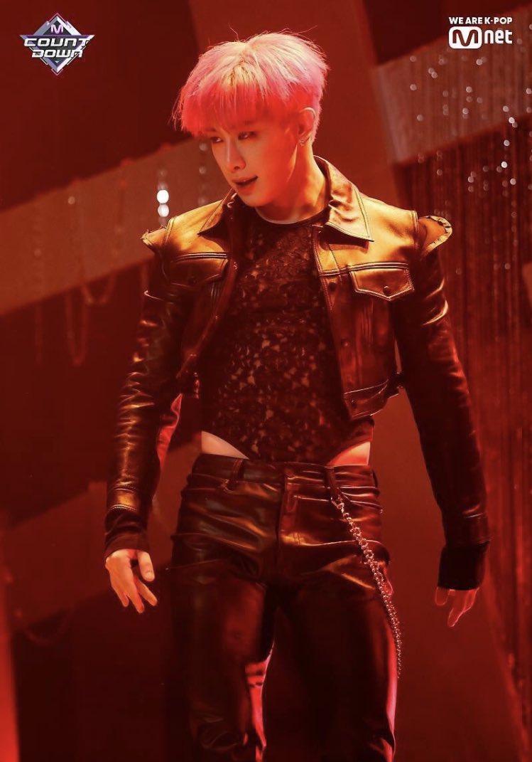wonho body suit, wonho fashion, wonho alligator, wonho stage