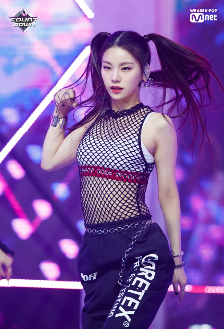 5 Female K-Pop Idols With Stunning Physique Born After 2000