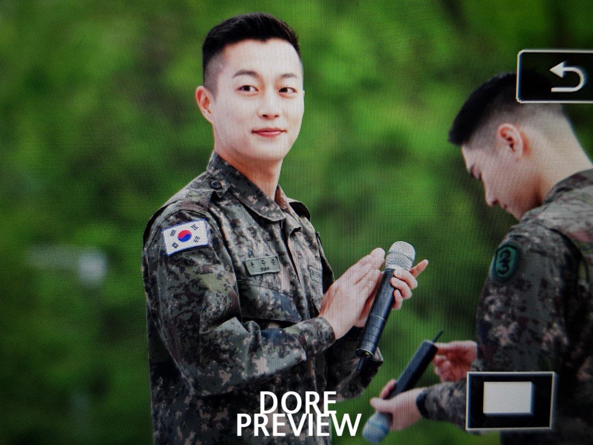 HIGHLIGHT's DooJoon Is All Smiles During Recent Military Event