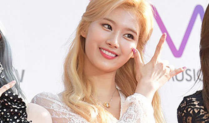 sana twice, sana TMA 2019, sana fashion