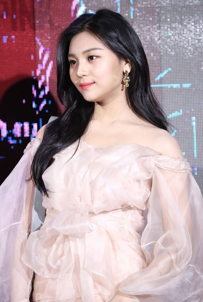 GFriend UmJi Now Unrecognizable After Recent Sighting At Dior Event
