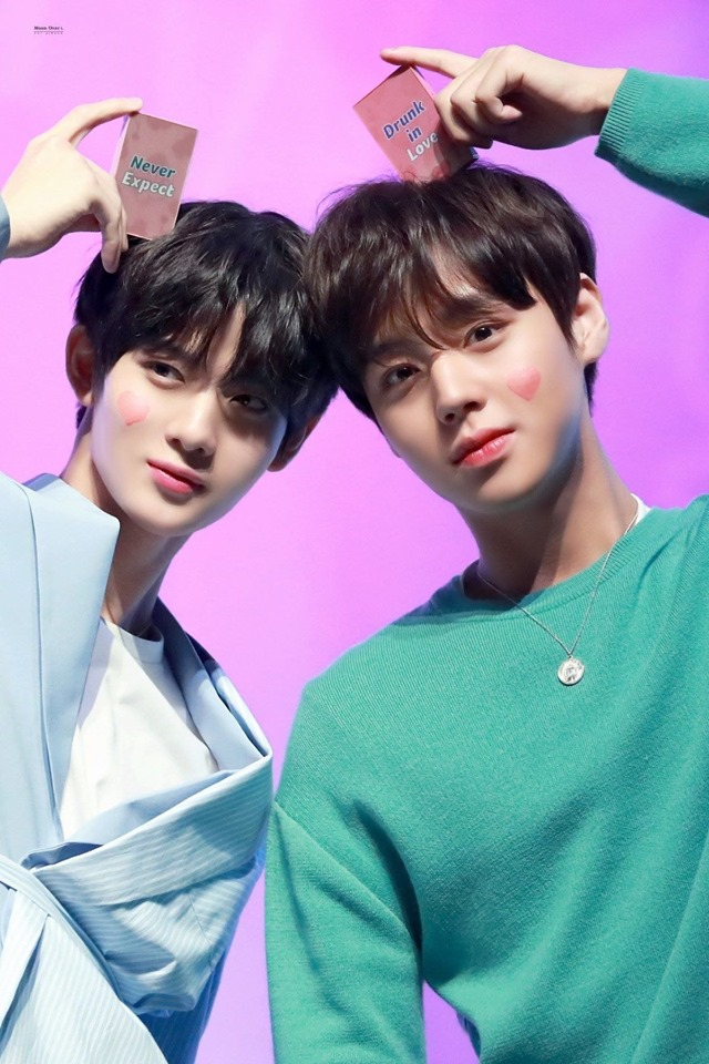"""Park JiHoon And Bae JinYoung Look Charming As Ever For """"I'M MEME"""" Fanmeeting"""